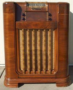 1941 Philco console radio.