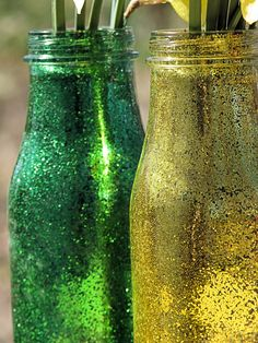 #DIY green and gold glitter vases. Would be awesome for any #Baylor household!