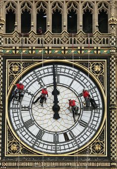 A team of cleaners on the face of Big Ben the famous clock in London, England… England And Scotland, England Uk, Westminster, London Calling, British Isles, Great Britain, United Kingdom, Photos, Viajes