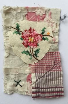 Thread and Thrift Mandy Pattullo Sewing Art, Sewing Crafts, Textiles, Fabric Journals, Fabric Squares, Fabric Jewelry, Mini Quilts, Textile Artists, Applique Designs