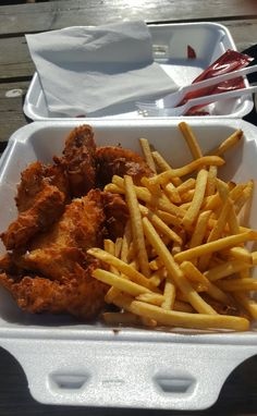 Fish & Chips an einem kalten Tag in Husavik, Island x I Love Food, Good Food, Yummy Food, Food Porn, Junk Food Snacks, Snap Food, Food Goals, Cafe Food, Aesthetic Food