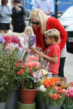 Escale chez le fleuriste pour Gwen Stefani, à Londres (Grande-Bretagne), vendredi 6 mai 2011