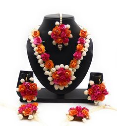 Indian Wedding Jewelry, Bridal Jewelry, Indian Bridal, Flower Jewellery For Mehndi, Flower Jewelry, Gota Patti Jewellery, Party Wedding, Wedding Bride, Garland Wedding