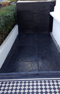 slate paving aptio front garden with rope edge tiles black and white victorian mosaic tile path london Patio Slabs, Patio Tiles, Concrete Patio, Concrete Stone, Concrete Floor, Victorian Front Garden, Victorian Terrace, Victorian House, Victorian Mosaic Tile