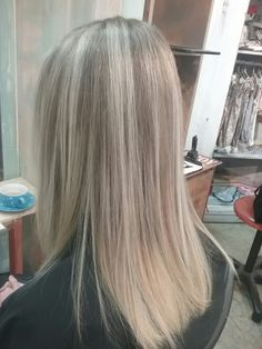 Natural blonde balayage Hairstyles Pictures, Hair Pictures, Natural Blonde Balayage, Natural Blondes, Long Hair Styles, Chair, Beauty, Long Hairstyle, Long Haircuts