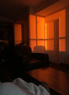 f you haven't yet ventured into the orangeland in your mid-century decor, today we are sharing with you six amazing ways you can use orange in your home. Orange Aesthetic, Sky Aesthetic, Aesthetic Colors, Aesthetic Pictures, Shotting Photo, Orange Walls, My New Room, Golden Hour, Aesthetic Wallpapers