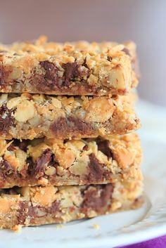 Seven layer bars, aka magic bars - seven glorious layers of graham crackers, nuts Graham Crackers, Graham Cracker Crumbs, Köstliche Desserts, Delicious Desserts, Dessert Recipes, Yummy Food, Bar Recipes, Plated Desserts, Yummy Recipes