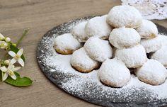 Μαμούλια ρεθεμνιώτικα - cretangastronomy.gr Greek Cookies, Sweet Recipes, Tea Time, Sweets, Desserts, Food, Kitchens, Greek Recipes, Tailgate Desserts