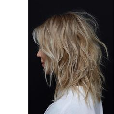 This season's high shoulder-length hairstyles on wavy hair have a ton of recent twists! You need to use stylish outlined, tousled waves so as to add q. Medium Hair Cuts, Medium Hair Styles, Short Hair Styles, Medium Haircuts For Women, Blonde Roots, Dark Blonde Hair, Shag Hairstyles, Modern Hairstyles, Off Shoulder Hairstyles