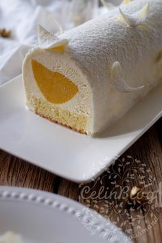 Bûche mangue, passion et vanille Christmas Breakfast, Christmas Sweets, Cake Roll Recipes, Mousse Cake, Holiday Recipes, Mango, Cheesecake, Vanilla, Cooking Recipes