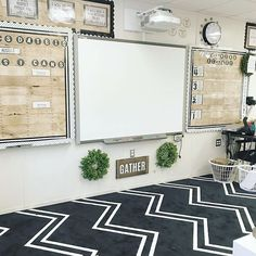 Excellent DIY Classroom Decoration Ideas & Themes to Inspire You Maria Bernal mariaabernal Classroom Epic Examples Of Motivational Classroom Decor for preschool. Are you a new instructor that is questioning how you can set up a preschool class? Middle School Classroom, Classroom Setting, Classroom Setup, Classroom Design, Future Classroom, Modern Classroom, Classroom Cubbies, Classroom Organization, Middle School Decor