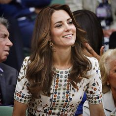 The Duchess is glowing at the #wimbledon men's final! Great look! 🇬🇧👑🎾 @dailymail