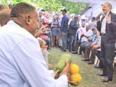Medina visita productores en comunidad de San Cristóbal