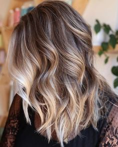 Bright Blonde Highlights for Chocolate Hair hair color 70 Flattering Balayage Hair Color Ideas for 2020 Blonde Balayage Highlights, Balayage Hair Blonde, Brown Blonde Hair, Ombre Hair, Balayage Color, Color Highlights, Black Hair, Dark Blonde Hair With Highlights, Dark Blonde Ombre
