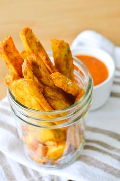 Sweet potato fries with homemade ketchup - make them in your Tefal ActiFry for a low-fat snack Actifry Recipes, Low Fat Snacks, Great Recipes, Favorite Recipes, Homemade Ketchup, Good Food, Yummy Food, Veggie Delight, Frijoles