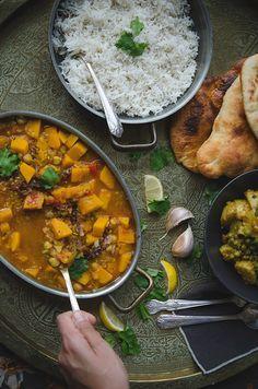 Ce riz à l'indienne est un riz basmati aux épices. La technique de pré-cuisson du riz aux épices est nécessaire à son succès.
