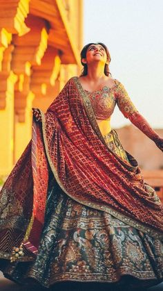 corset for backless wedding dress Indian Bridal Outfits, Indian Bridal Lehenga, Indian Bridal Wear, Indian Designer Outfits, Indian Dresses, Muslim Wedding Dresses, Bridal Dresses, Bridal Lehenga Collection, Designer Bridal Lehenga