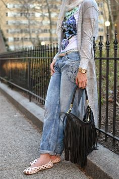 hijabi fashion, hani hulu, boyfriend jeans with lace skull t-shirt, studs