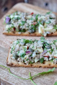 Koop jij wel eens tonijnsalade in de supermarkt? Soms best lekker maar dit recept voor gezonde tonijnsalade zonder mayonaise is veel gezonder én lekkerder!