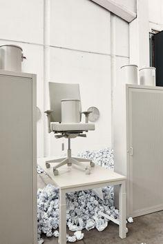 The Boring Collection by Lensvelt | Boring Collection is bedacht en ontwikkeld uit verwondering over het uiterlijk van betaalbaar kantoormeubilair. Na onderzoek kwamen de ontwerpers tot de conclusie dat het ontwerpen van mooi en betaalbaar kantoormeubilair vrijwel onmogelijk is binnen de huidige Arbowet. Zij kozen daarom bewust voor een eenvoudige, bescheiden en functionele collectie. https://www.dutchdesignawards.nl/nl/gallery/product/boring-collection/