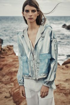 Belstaff Spring 2016 Ready-to-Wear Collection Photos - Vogue  http://www.vogue.com/fashion-shows/spring-2016-ready-to-wear/belstaff/slideshow/collection#3