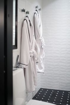 One day we will have so much space in the bathroom that i can keep the bathropes on the wall like this.