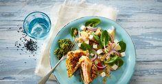 Indbagt laks i filodej med salsa verde og sprød spinatsalat med quinoa. En smagfuld ret, der emmer af sundhed og er en fryd for øjet!