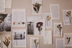押し花を貼った紙を壁にランダムにマステでとめれば、繊細な中に植物の強さを感じます。雑誌や本の一ページを切り取ったような台紙も一体感がありますね。
