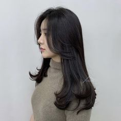 Haircuts For Medium Hair, Medium Hair Styles, Curly Hair Styles, Pretty Hairstyles, Wig Hairstyles, Long Asian Hairstyles, Korean Haircut Long, Korean Long Hair, Hair Inspo