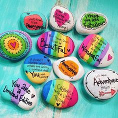 Painted rocks have become one of the most addictive crafts for kids and adults! Want to start painting rocks? Lets Check out these 10 best painted rock ideas below. Rock Painting Patterns, Rock Painting Ideas Easy, Rock Painting Designs, Paint Designs, Pebble Painting, Pebble Art, Stone Painting, Shell Painting, Stone Crafts
