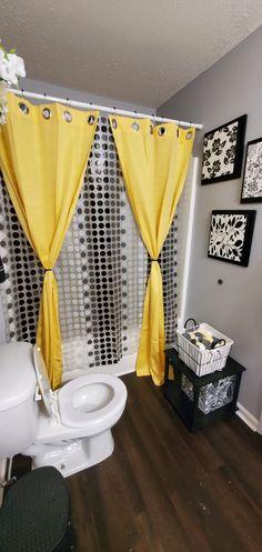 Yellow Bathroom Decor, Yellow Bathrooms, Bathroom Ideas, Bathrooms Decor, Decor Home Living Room, Room Decor Bedroom, First Apartment Decorating, Apartment Ideas, Cute Room Decor