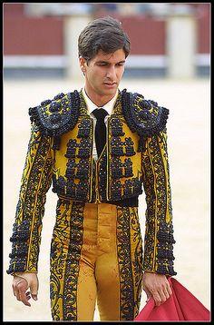 matador bulge: 14 thousand results found on Yandex. Matador Costume, Jacket Outfit, Lycra Men, Flamenco Dancers, Embroidery Fashion, Athletic Men, Mens Fashion, Fashion Outfits, Beautiful Men