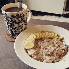 Banana and coconut oatmeal ❤ #minresaräknas #food #femimal #snack #snacktime #aldrigvila #fitgirl #bringfit #jointhemovement #strongnotskinny #lifestyle #livehealthy #teamdisciplin #teamjustcheck #strongnotskinny #go #oats #coffee #wargpower #icaniwill #healthy #fitness #träning #eatwell #eatclean #stronger