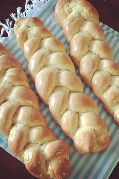 """Finnish Nissua """"Nissua is a tender Finnish sweet bread made with cardamom. This bread is formed into braided loaves or wreaths, and topped with a simple frosting. Cardamom Bread Recipe, Finnish Recipes, Bread Machine Recipes, Bread Recipes, Around The World Food, Christmas Bread, Braided Bread, Fruit Bread, Frugal Meals"""