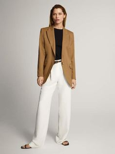 Discover the latest fashion for women with the Spring/Summer 2020 clothing collection at Massimo Dutti and find timeless styles to complete your wardrobe. Camel Blazer, Blazer With Jeans, Blazer Outfits For Women, Blazers For Women, Fall Outfits, 60 Fashion, Minimal Fashion, Casual Chic, White Pants