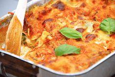 Blomkålstærte med spinat og bacon opskrift - Madens Verden Quiche, Vegetarian Recipes, Veggies, Pizza, Yummy Food, Cooking, Breakfast, Ethnic Recipes, Diabetes