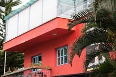 Parque Lleras/Poblado: This is an area of town that is filled with boutiques, boutique hotels, bars, restaurants, and coffee houses that is a great, safe place to stay and explore. It has a great bohemian atmosphere!