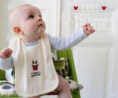 Luis trägt hier das Fair-Wear Baby-Lätzchen... mit dem Rotfux Aufdruck, hausgemacht :) Es besteht aus 100% Biobaumwolle. Die Siebdruckfarbe des Au...