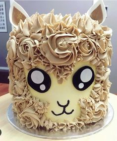 I just love this alpaca cake. Especially if it's Mud Cake, yummy I just love this alpaca cake. Especially if it's Mud Cake, yummy Pretty Cakes, Cute Cakes, Beautiful Cakes, Amazing Cakes, Bolo Tumblr, Gateau Harry Potter, Decoration Patisserie, Cupcakes Decorados, Animal Cakes
