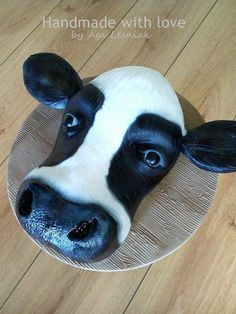 Cows head:) - cake by Aga Leśniak Barnyard Cake, Farm Cake, Cupcake Frosting Recipes, Cupcake Cakes, Vet Cake, Cow Birthday Cake, Farm Animal Cakes, Chocolate Biscuit Cake, Cow Cakes