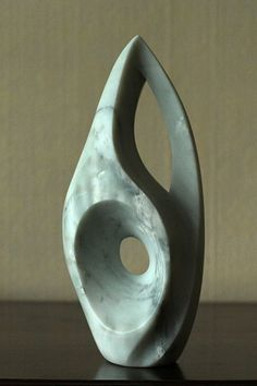 Marbled soapstone piece, made in direct size using exclusively hand tools . Stone Sculpture, Sculpture Clay, Abstract Sculpture, Soapstone Carving, Pottery Sculpture, Marble Art, Contemporary Sculpture, Stone Art, Oeuvre D'art