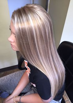Champagne blonde platinum highlights