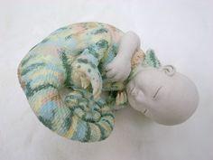 green - baby chameleon -  hybrid - ceramic sculpture -  Lian Yu-Pei - 連瑜佩
