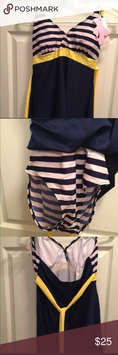 🎊🎉CLEARANCE...Halter Striped One Piece SWIMSUIT Halter Striped One Piece SWIMSUIT 👙! BRAND NEW AND NEVER WORN!  (577~*MG) Swim One Pieces