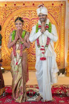 Unique &Trending Varmala Designs for upcoming Wedding Season – bharat goswami – hairtrends Groom Wedding Dress, Wedding Couples, Groom Dress, Wedding Bride, Wedding Photos, Wedding Ideas, Flower Garland Wedding, Wedding Garlands, Wedding Flowers