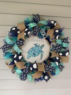Summer Door Wreaths, Beach Wreaths, Window Frame Crafts, Deco Mesh Wreaths, Ribbon Wreaths, Burlap Wreaths, Shell Wreath, Diy Wreath, Wreath Ideas