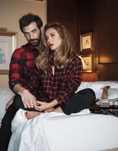 Christmas special shoot from the lovers of Poyraz Karayel! Street Survivors, Female Monster, Celebrity Style Guide, Date Night Dresses, Turkish Beauty, Trendy Wallpaper, Turkish Actors, Best Couple, Celebs