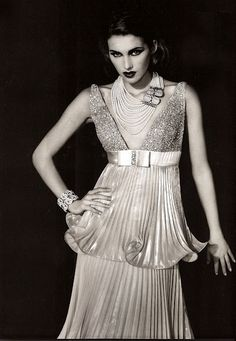 Pearls: DO work that twenties Great Gatsby look with lush fabrics, Pearls and Diamonds a plenty!