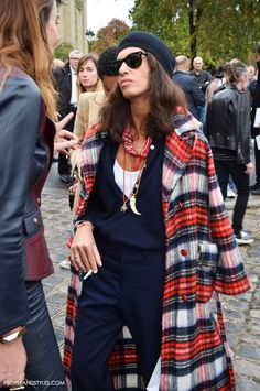 How to Wear Bandana Now - Street Style Latest Inspirations by PeopleandStyles.com #scarf #bandana #VivianaVolpicella #streetstyle #PFW