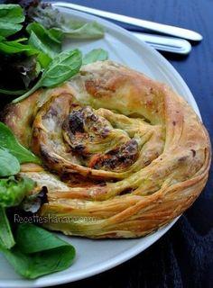 Une version salée des fameuses galettes ou crêpes feuilletées Marocaines « Msemens » fourrées à la viande hachée et aux petits légumes, un régal que vous pouvez servir accompagné d'une salade verte par exemple